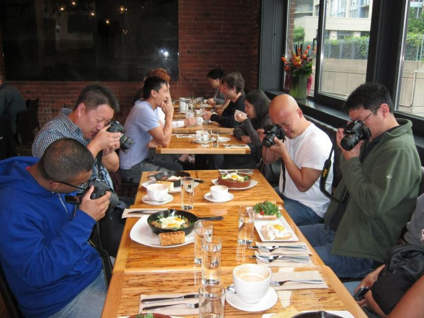 taking-pictures-of-meal-for-facebook